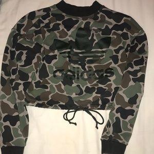 Camo cropped crew sweatshirt